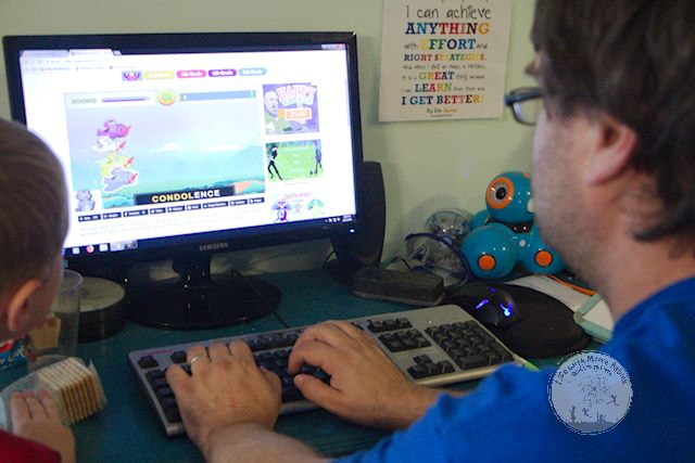 Kidztype offers fun and free typing games.