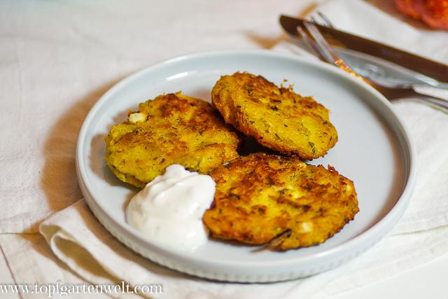 Kürbisfladen mit Feta und Joghurt-Knoblauch-Dip nach türkischer Art - Foodblog Topfgartenwelt