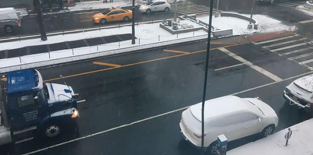 NUEVA YORK amaneció cubierta de nieve; se espera hasta una pulgada