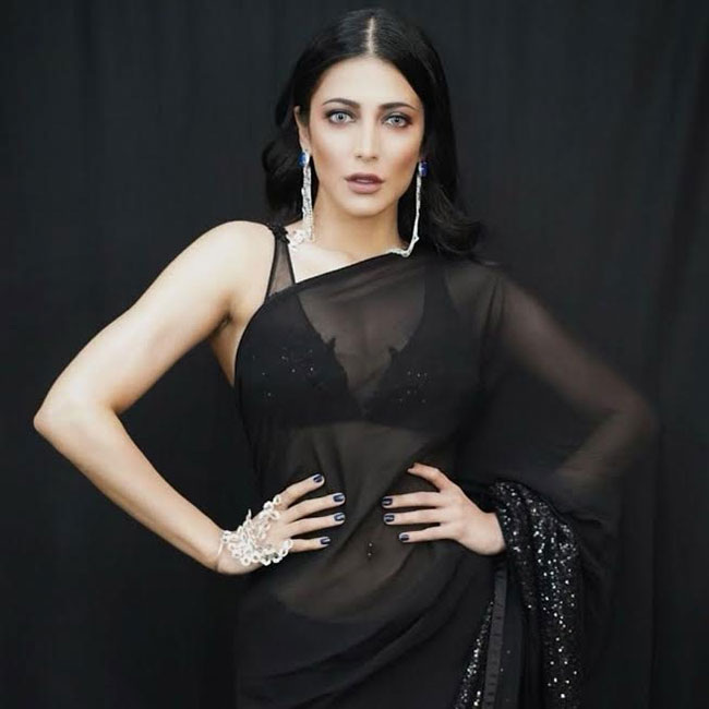 Beauty In Saree: Shruti Oozes Glamour during a See Through Saree?