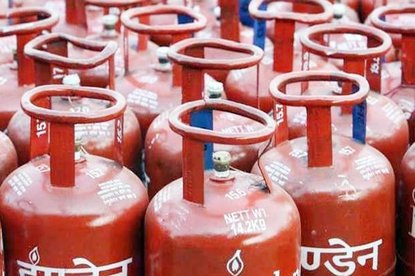 सरकार ने किया ऐलान अब मात्र 100 रूपये मिलेगा गैस सिलेंडर