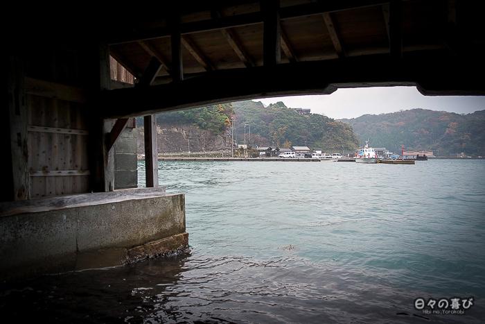 vue sur la baie depuis l'un des garages à bateaux