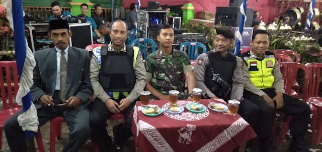 KodimKaranganyar - Pantau Wilayah Binaan Babinsa Desa Karang Berikan Pengamanan Hajatan Warga