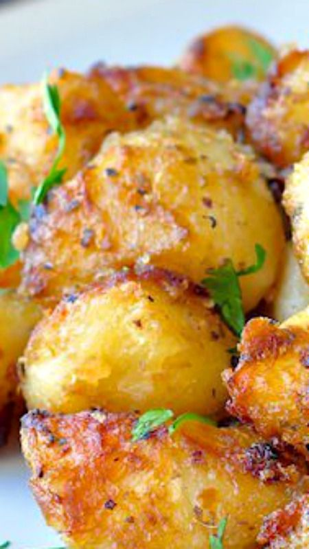 LEMON HERB ROASTED POTATOES #lemon #herb #roasted #potatoes #vegan #veggies #veganrecipes