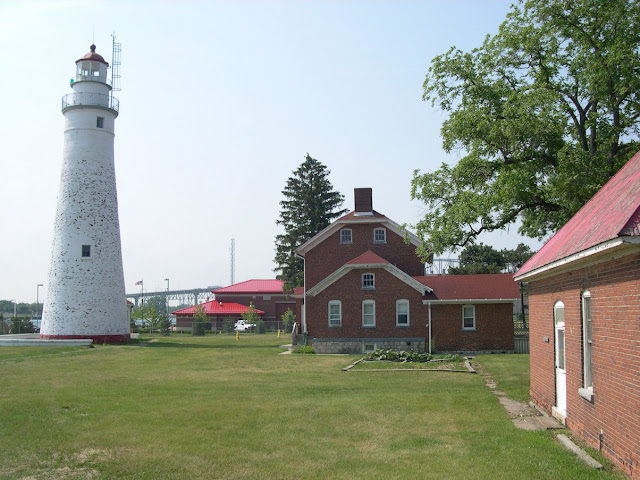 the importance of fort gratiot lighthouse The fort gratiot lighthouse in port huron is michigan's oldest lighthouse  this  is a busy and important domestic and international shipping.