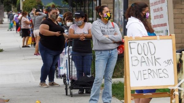 Millones de estadounidenses recurren a entrega de comida gratis
