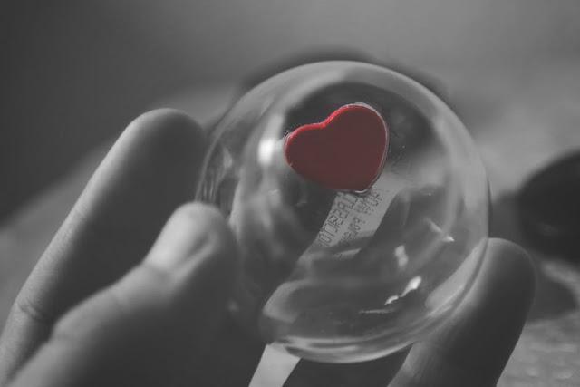 Kita Memang Tak Pernah Tahu Akan Jatuh Cinta Pada Siapa, Kita Hanya Berusaha Mendapatkan Cinta Yang Terbaik.