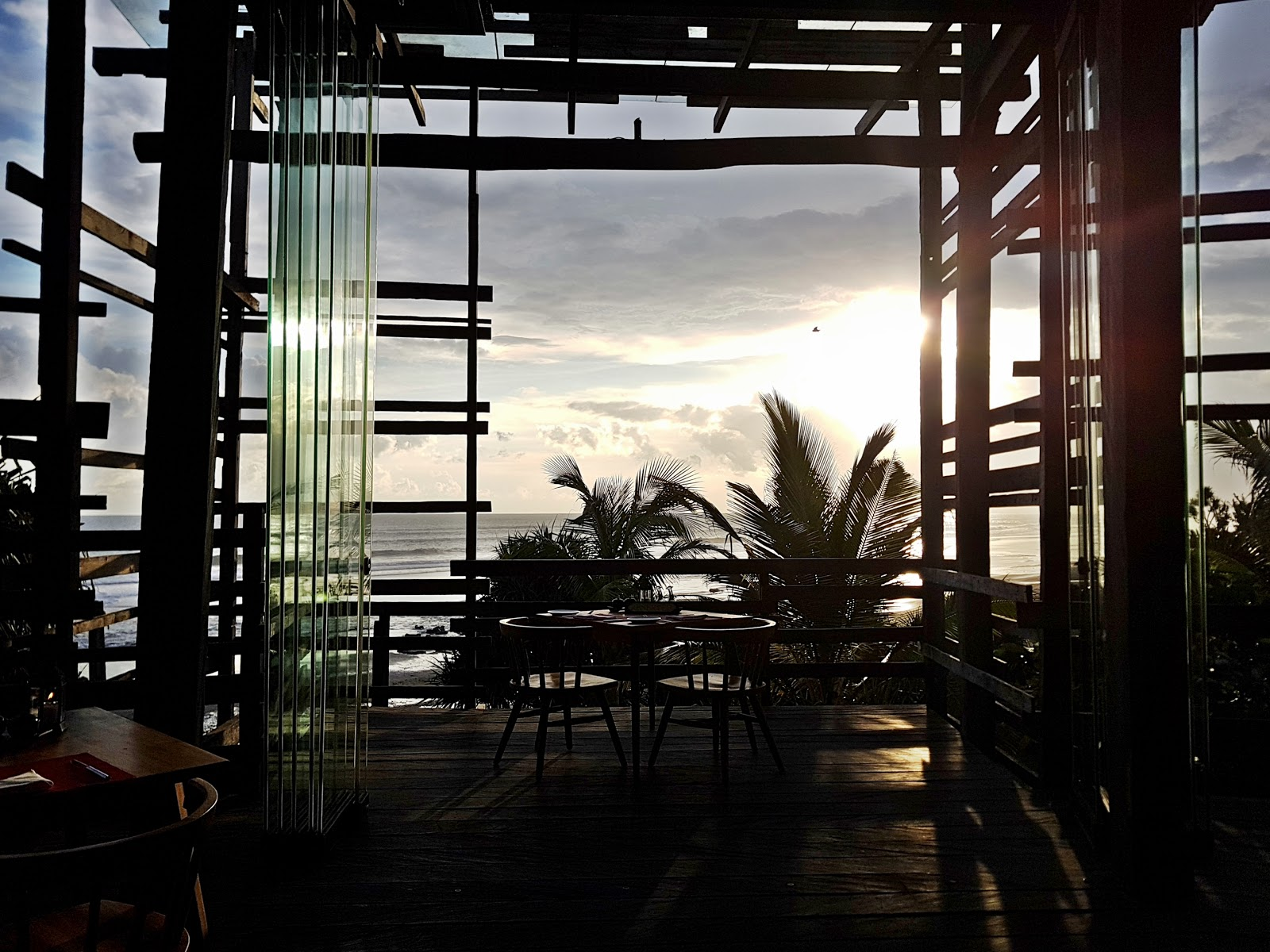 DELUXSHIONIST LUXURY TRAVEL - ENJOY SUNSET AT WAKA BAR & RESTAURANT