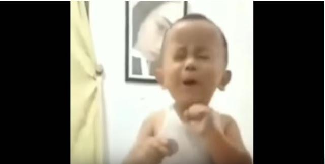 Viral, Anak Ini Tiru Des4han Orang Tuanya yang Sedang Berc1nta