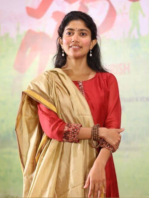 Simple HD Sai Pallavi Photos