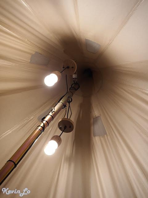 拉波波村營區帳篷內吊燈明亮