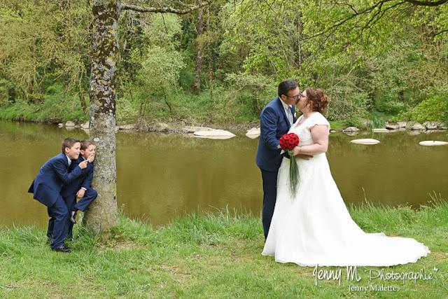 portrait couple des mariés avec leurs enfants, photo originale