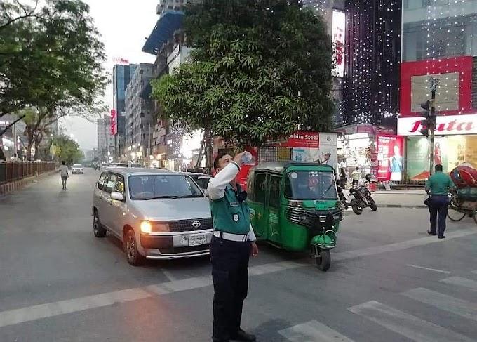 শুধু করোনাকালেই নয়,  বাংলাদেশ পুলিশ শত সমালোচনা, প্রতিকুলতা