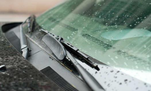 Pastikan Wiper Mobil Anda Bekerja Optimal Di Musim Hujan