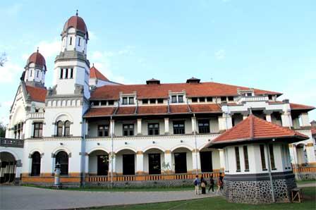 Berbagai macam objek wisata yang ada disana sangat menggoda lantaran keindahan yang disajikannya begitu menakjubkan hingga membuat para pengunjung betah berlama-lama untuk tinggal di Jawa Tengah.