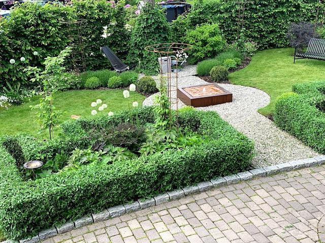 Hvorfor bruke Liguster som hekk - Nyklipt hekk sett fra oven IMG_0352-min
