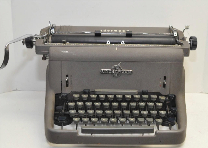 Underwood SX-150 Typewriter