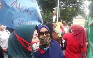 Demo warga Martubung