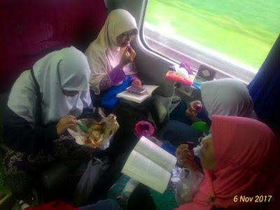 Wedding, ulin, munas FLP, bandung, KAI, perjalanan, Muyasaroh, Musyawarah Nasional, Forum lingkar pena, kereta, gubeng, stasiun, buku, perpustakaan