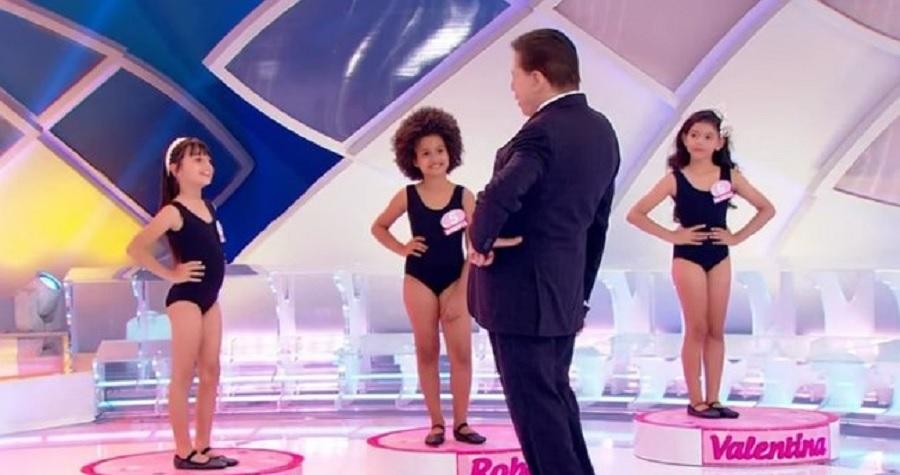 Silvio Santos é criticado por colocar crianças para desfilar de maiô em seu programa - Portal Spy