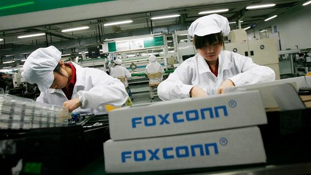 فوكسكون توظف آلاف العمال لتجميع أجهزة iPhone 2019