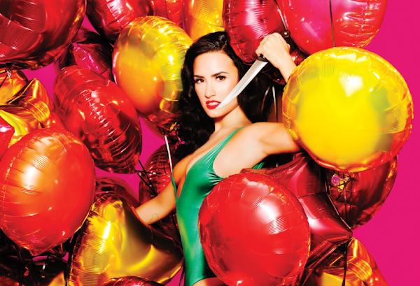 Demi Lovato da um show na Roleta de Imitações do Jimmy Fallon imitando Cher, Fetty Wap e Christina Aguilera!