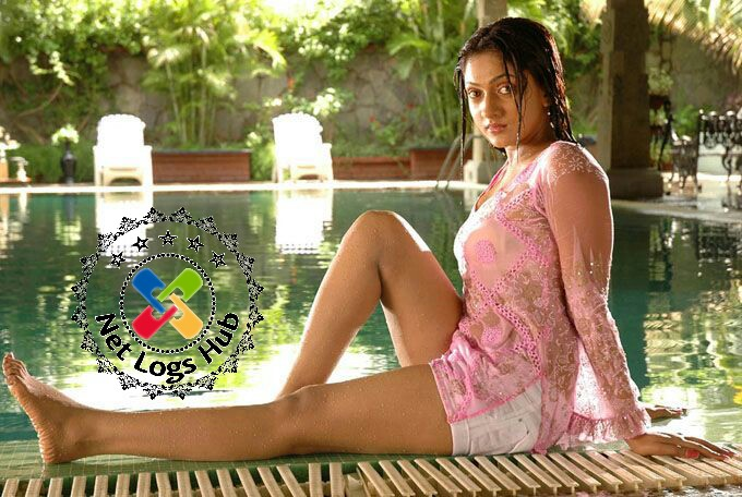 Tamil Telugu Movie Artist Sheela Kaur Hot Thighs in Bikini on Swimming Pool - NetLogsHub