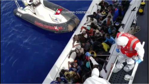 Nuova tragedia nel mare: a Reggio oltre 600 migranti. Anche 45 salme con 3 minori