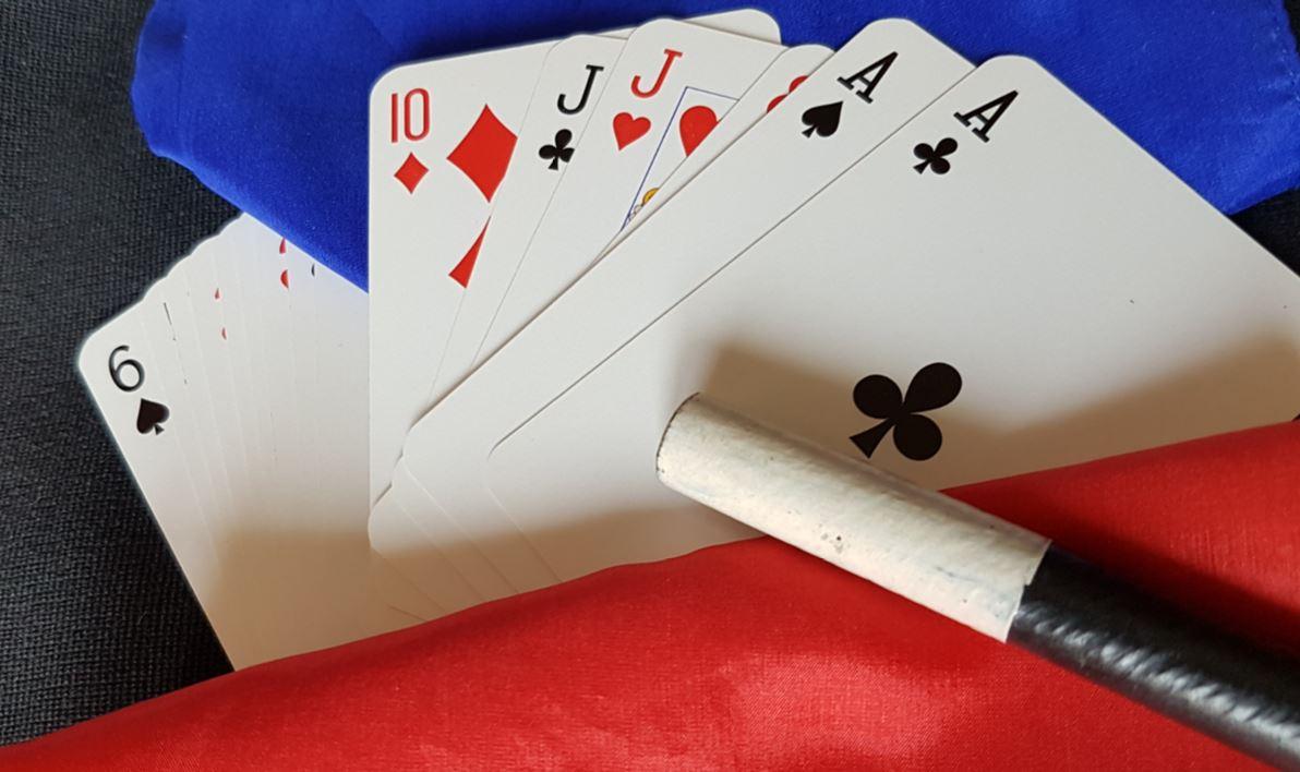 Tour de magie avec des cartes à Lyon
