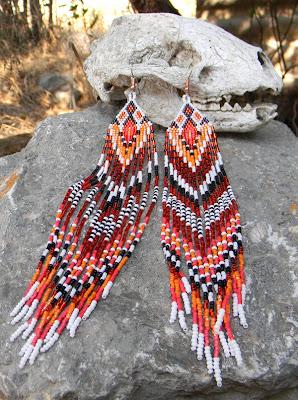 Купить женские украшения из бисера. Очень длинные бисерные серьги в этническом стиле.