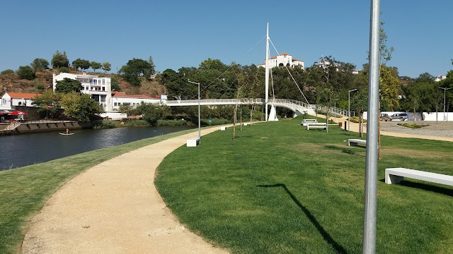 Passeio pedonal junto ao Rio Mira em Odemira