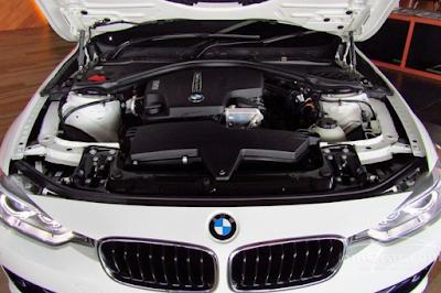 Foto Mesin 320i dan 328i BMW F30