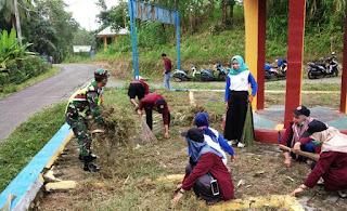 Mantap'Mahasiswa K3 UMSI Berkaleborasi dengan Mahasiswa KKNP IAIM Sinjai Desa Matunreng Tellue Kerja Bakti