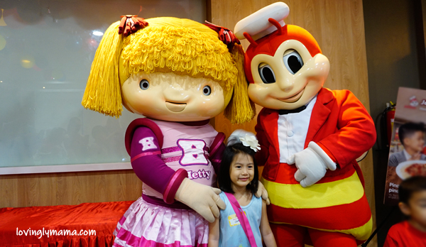 Jolly Spaghetti Pinaka-Sweet Day - Jollibee Bacolod - Bacolod blogger - Bacolod mommy blogger - activities for kids - clay - painting lanterns - BFF - childhood friends - homeschooling in Bacolod - mom and daughter bonding - Jollibee and Hetty dance number - Shane