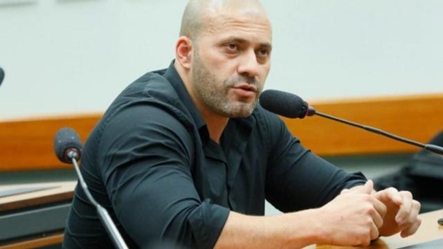 Após Audiência de Custódia, deputado Daniel Silveira segue preso