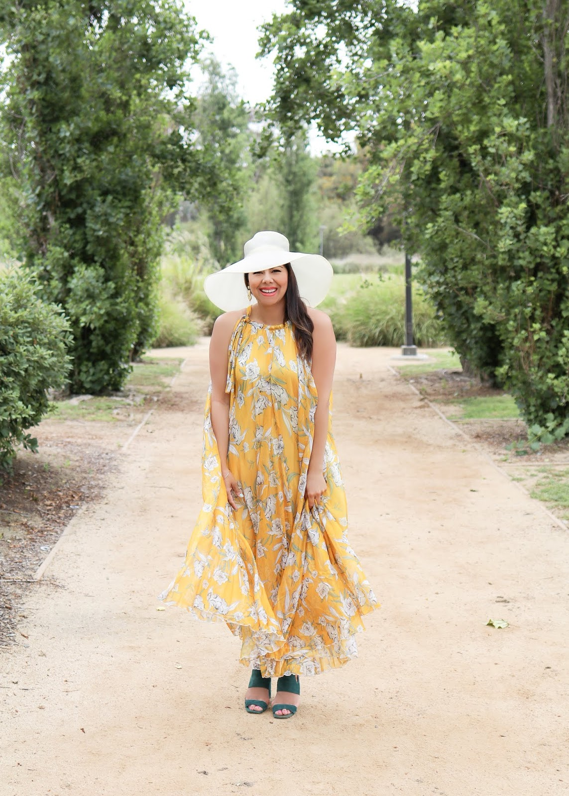 flowy summer dress look, what to wear with a big hat