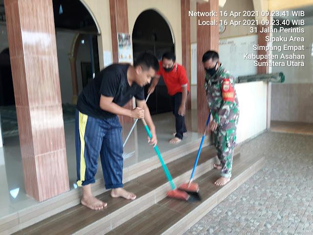 Menyambut Bulan Suci Ramadhan, Personel Jajaran Kodim 0208/Asahan Ajak Warga Laksanakan Gotong Royong