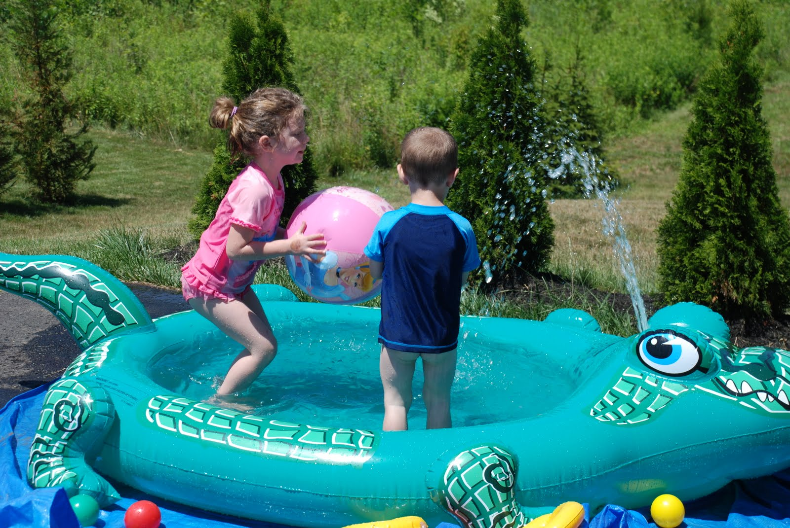 Busy Lee Family: Sprinkler Fun!