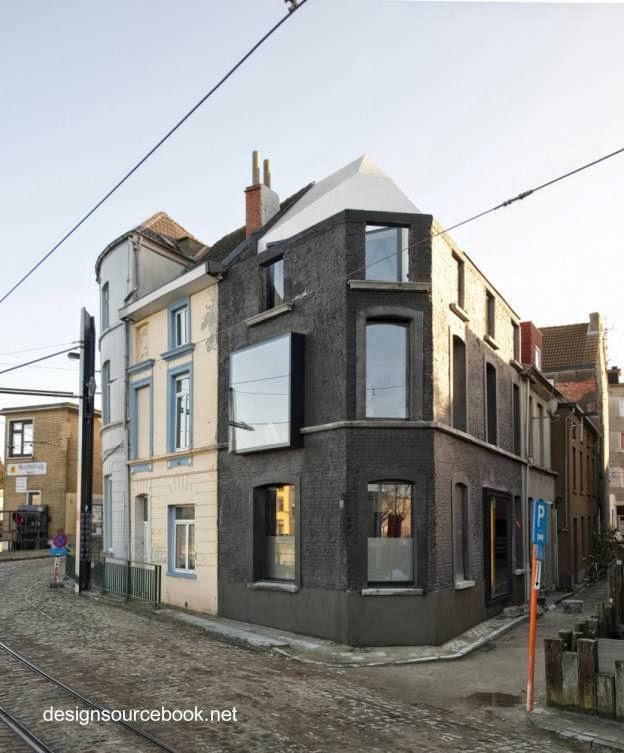 Fachadas de casa urbana en esquina en Bélgica