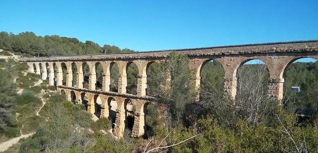 Vista quasi completa de l'aqüeducte