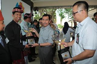 Peringati HPSN 2017, Ishak Mekki Serahkan Penghargaan PROPER dan PROKLIM