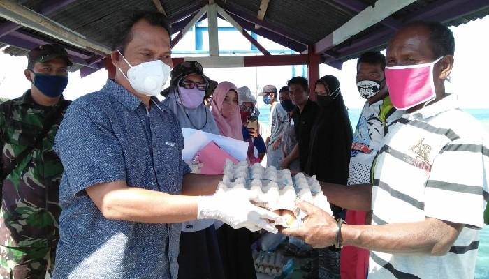Pemkab Salurkan Ratusan Paket Sembako di Pulau Sembilan