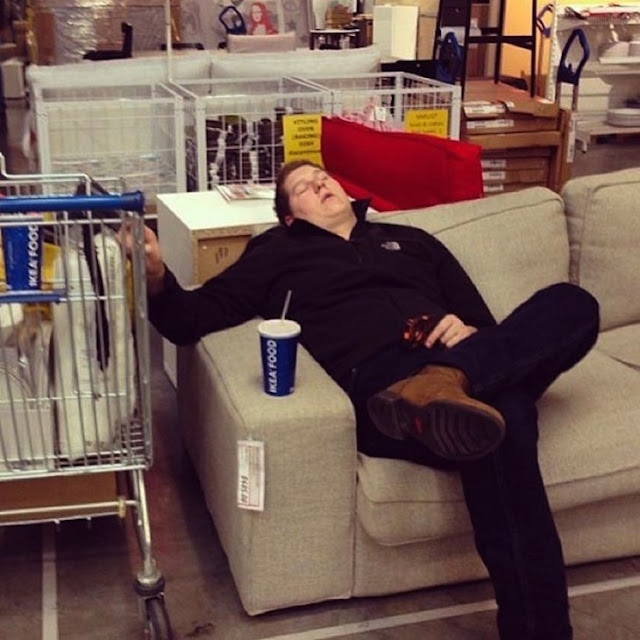 10 Etapas por las que todo hombre pasa al ir de compras