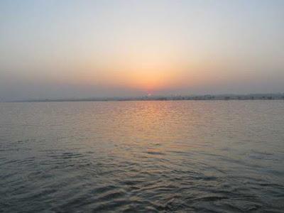 Zalazak sunca na moru viđen s Kantride u Rijeci