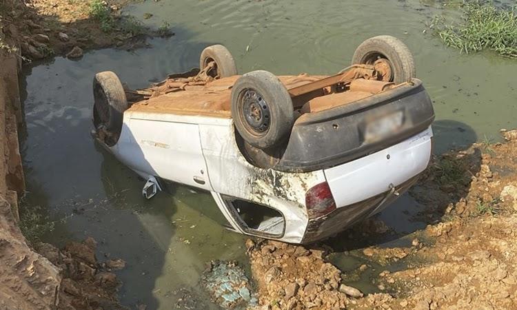 Motorista fica ferido após carro capotar e cair de ponte na Chapada Diamantina