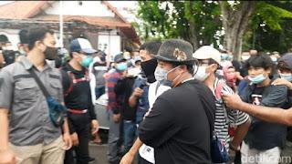 182 Orang Diamankan Demo Omnibus Law di Surabaya, Ada yang Membawa Bom Molotov