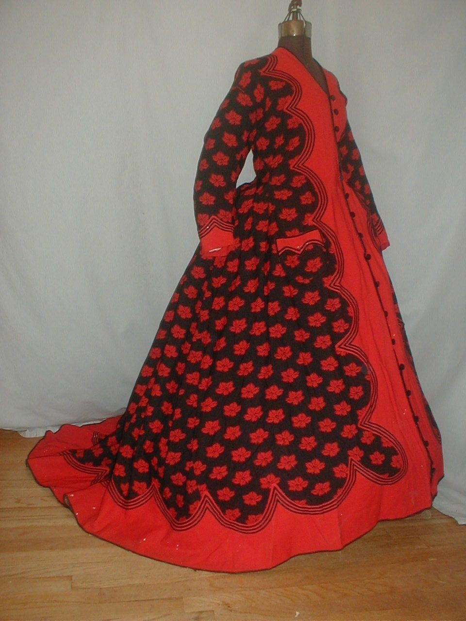All The Pretty Dresses: Mid 1860's Red and Black Wrapper Gown