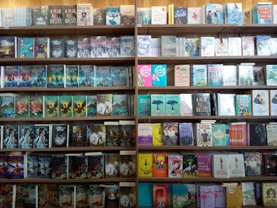 Kumpulan buku di gramedia Aceh