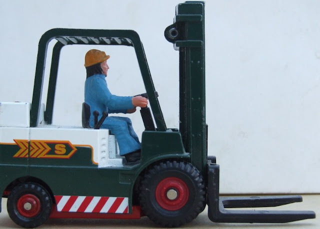 How to Handle a Forklift?