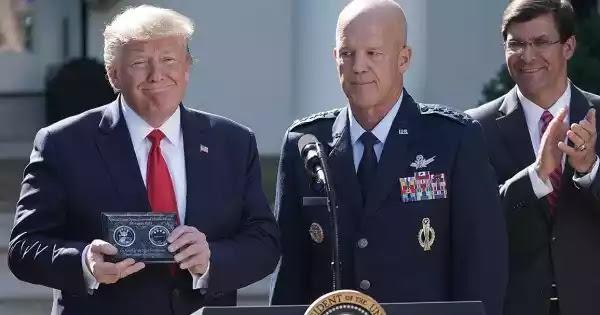 Πρώην επικεφαλής ισραηλινής διαστημικής υπηρεσίας: «Ο Τραμπ ήταν έτοιμος να μιλήσει για εξωγήινους αλλά τον σταμάτησαν»